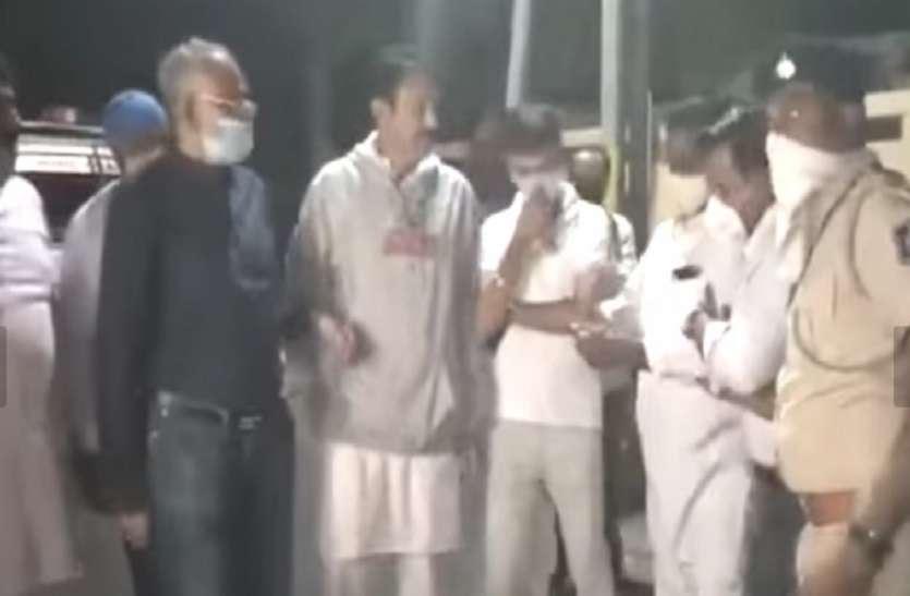 Ahmadabad News : राजकोट में कांग्रेस के 22 कार्यकर्ता हिरासत में लिए, धरने पर उतरे