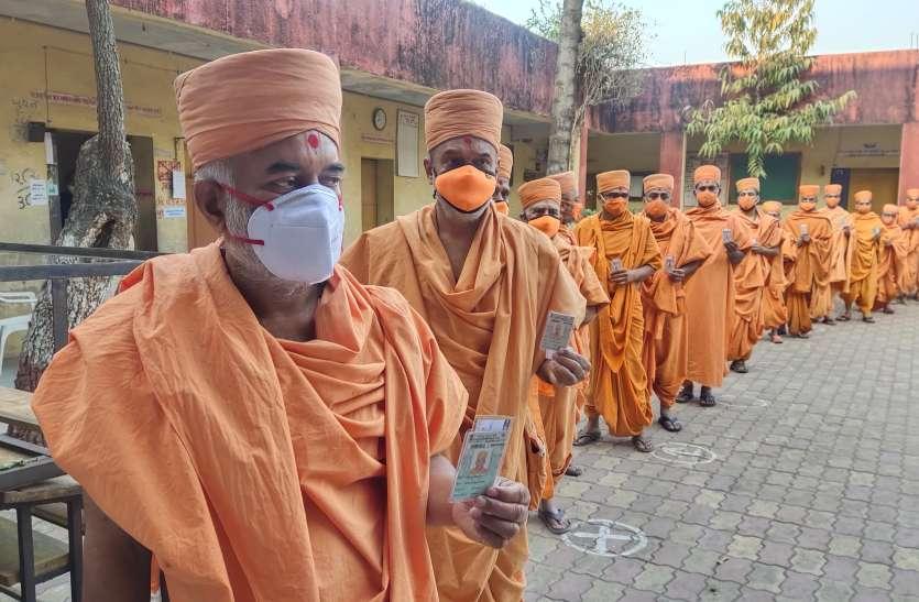 Gujarat: गुजरात की छह महानगपालिकाओं में 43 फीसदी मतदान, कोविड का दिखा असर