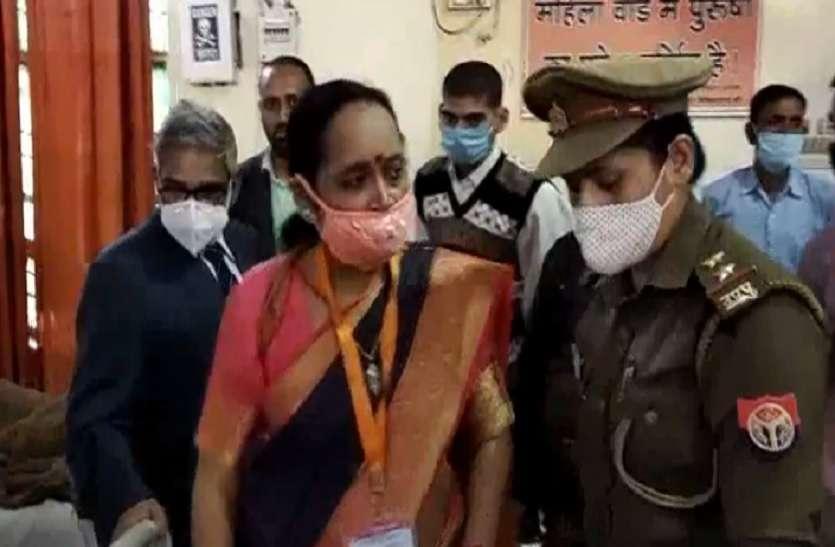 महिला आयोग सदस्य ने जिला अस्पताल का किया निरीक्षण, कमियों पर जताई नाराजगी