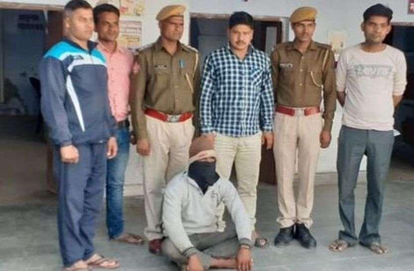 पुलिस की गिरफ्त में पांच हजार का इनामी, देसी कट्टा भी बरामद