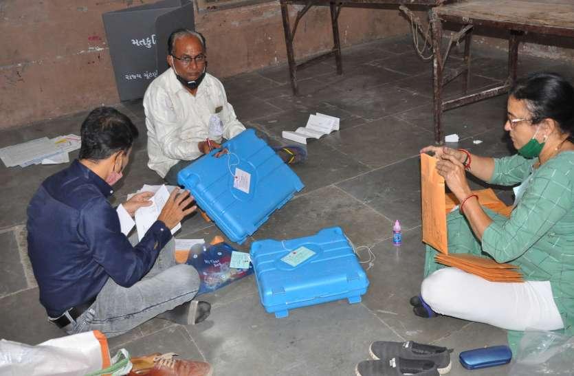 Election/ सूरत में 46 फीसदी मतदान, 484 प्रत्याशियों का भावि ईवीेएम में कैद