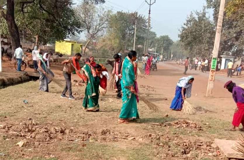 अच्छी पहल: गांव को स्वच्छ बनाने 60 सरपंच झाड़ू लेकर उतरे गांव की गलियों में, लोगों ने तालियां बजाकर किया स्वागत