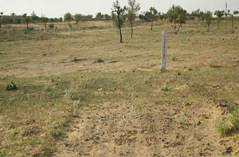 बिना प्रतिकर का भुगतान किये प्रशासन की मिलीभगत से किसानों की हजारों एकड़ जमीन बंधक