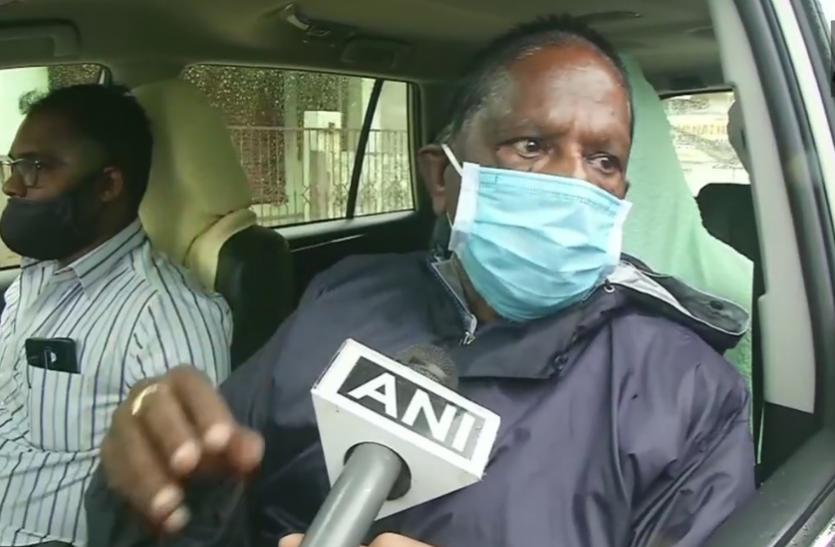 पुडुचेरी में कांग्रेस को बड़ा झटका, सीएम नारायणसामी ने एलजी को सौंपा इस्तीफा