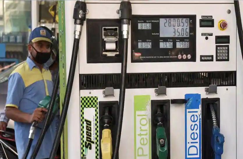 कच्चा तेल 10 रुपये महंगा हुआ तो डीजल और पेट्रोल पर भी बढ़े 10 रुपये