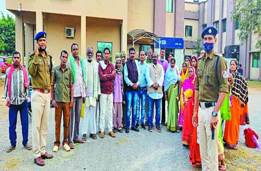 रेलवे अफसर ने 37 परिवार को बयान लेने रायपुर बुलाया, दिनभर कराया इंतजार और नहीं मिले, बिजली सब स्टेशन बनाने जगह खाली करने दिया है नोटिस