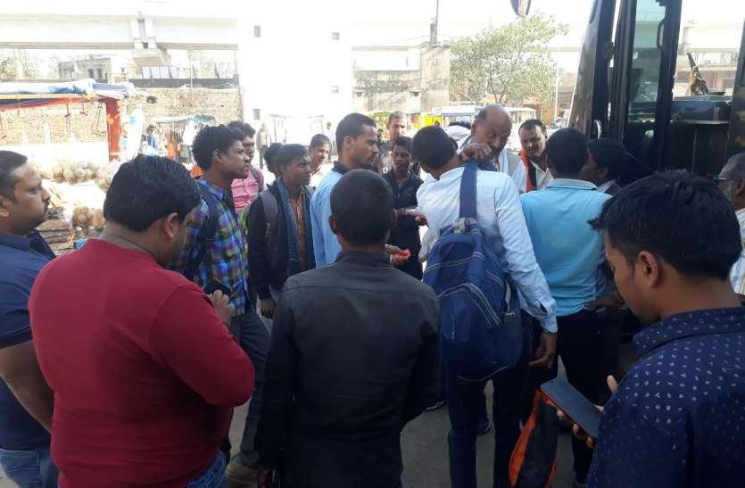 रीवा में सीधी के यात्रियों ने खटारा बस पर चढऩे से किया इंकार, लग्जरी बस से गए नागपुर