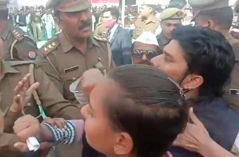 प्रियंका गांधी से रेप पीड़िता ने लगाई न्याय की गुहार