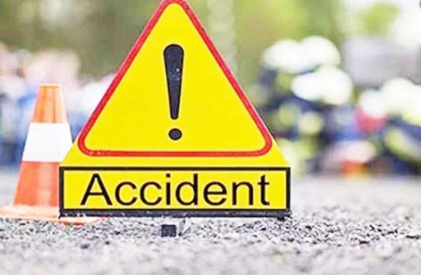 अलग-अलग सडक़ दुर्घटना में 2 की मौत, 5 घायल