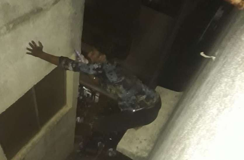 RESCUE : हत्या की कोशिश के बाद भाग कर सूरत आया और फिर चौथी मंजिल से कूदने का किया प्रयास