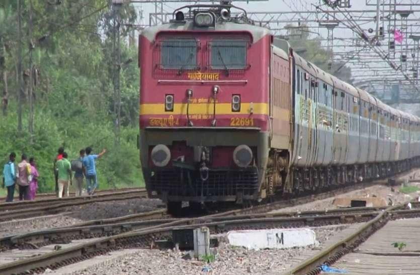 11 माह से बंद पैसेंजर ट्रेन, यात्रियों ने कहा रेलवे को जनसुविधाओं से ज्यादा फायदे की चिंता