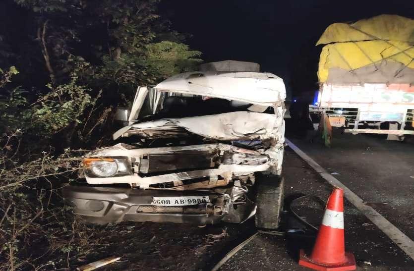 राजनांदगांव में भीषण सड़क हादसा, बोलरे और ट्रक की आमने-सामने भिड़ंत, दो लोगों की मौके पर मौत, तीन घायल