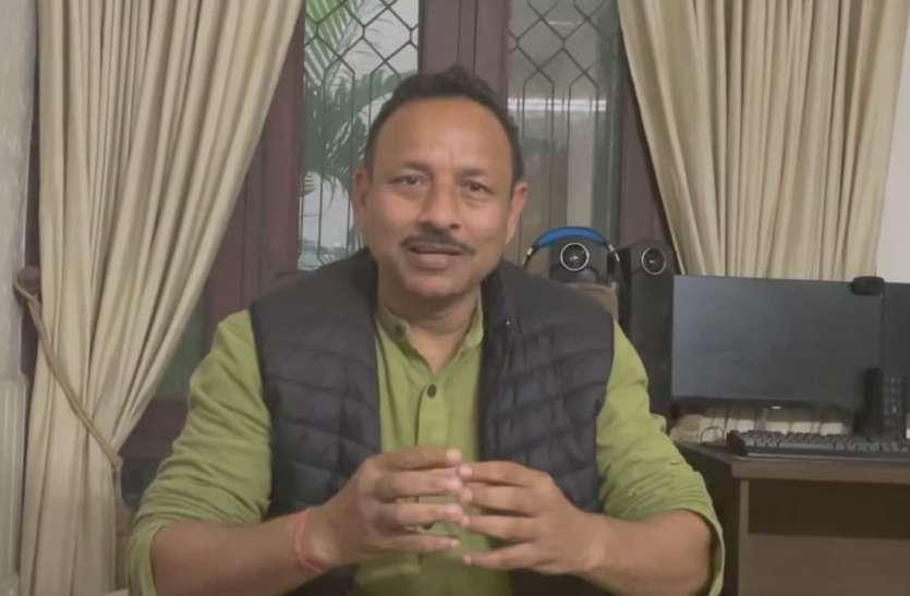 सपा नेता ने योगी के बजट को बताया झूठ का पुलिंदा, कहा- वह जो भी बोलते हैं करते नहीं, देखें वीडियो