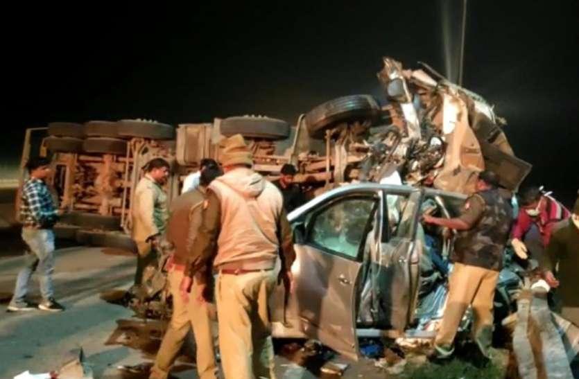 यमुना एक्सप्रेस-वे पर भीषण हादसा,इनोवा सवार सात लोगो की मौक़े पर मौत