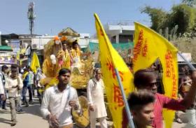 शबरी माता जयंती पर शहर में निकला चल समारोह, आदिवासी भजनों की धुन पर थिरके लोग