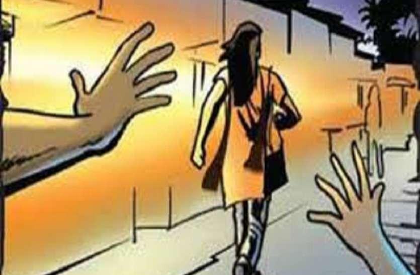 छेड़खानी के विरोध पर युवती को लाठी डंडों से पीटा, अस्पताल में भर्ती