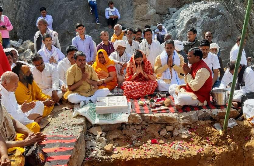 जयकारों के बीच हनुमान मंदिर का शिलान्यास
