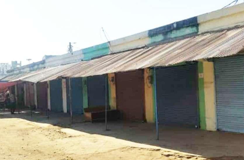 जीएसटी के नए नियमों का विरोध, व्यापारियों ने बंद किया दुकान