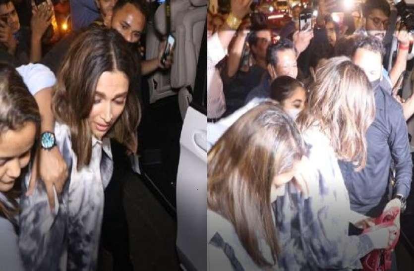 Deepika Padukone को भीड़ में घिरे देख महिला ने की बैग खींचने की कोशिश, वायरल हुई तस्वीरें
