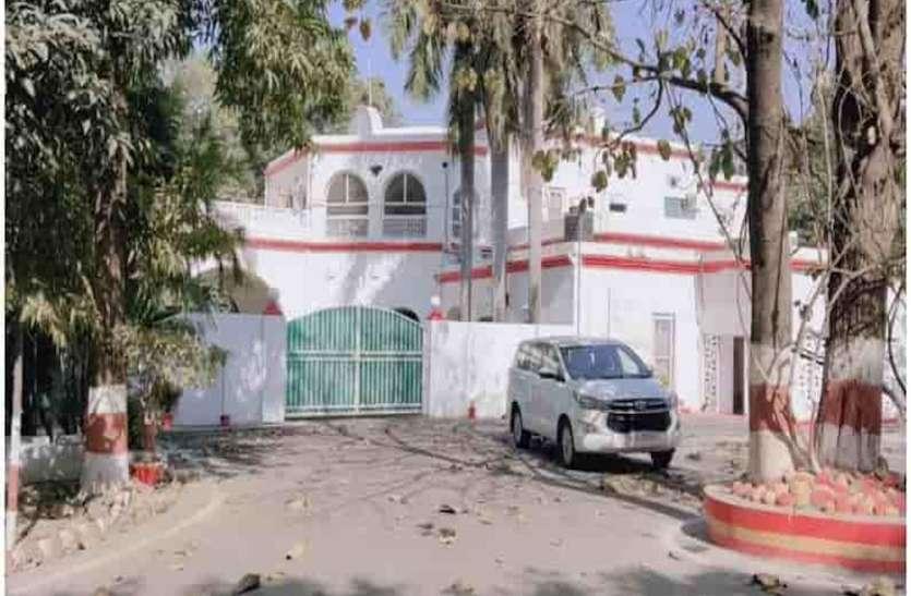 खीरी जिले का डीएम आवास निकला राजमहल, RTI से खुलासे के बाद असली मालिक को मिली सालों पुरानी संपत्ति