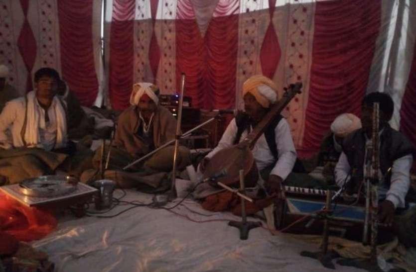 350 सालों से लोक देवता बाबा रामदेव ब्यावला गायन की निभा रहे है परंपरा