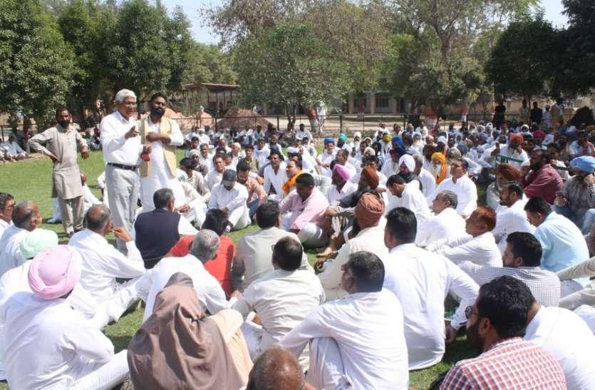 सिंचाई पानी की मांग, किसानों ने लगाया धरना
