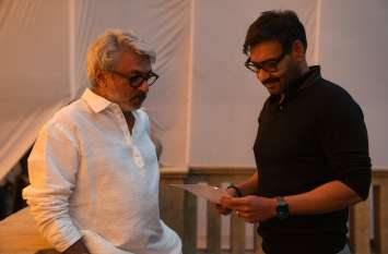 'गंगूबाई काठियावाड़ी' के सेट पर पहुंचे अजय देवगन, संजय लीला भंसाली के साथ तस्वीर हुई वायरल