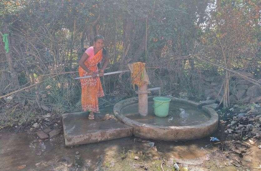 सीमा के आखिरी गांव में पानी, बिजली के लिए लोग बेहाल