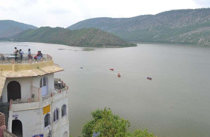 अलवर: तीन दिन से लापता विवाहिता का सिलीसेढ़ झील में शव मिला, परिजनों ने दहेज़ हत्या का मामला दर्ज कराया