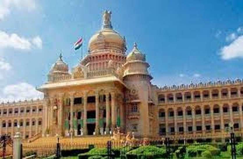 कर्नाटक में वित्तीय संकट के बीच मंत्रियों व सांसदों के लिए नई इनोवा खरीदने की मंजूरी