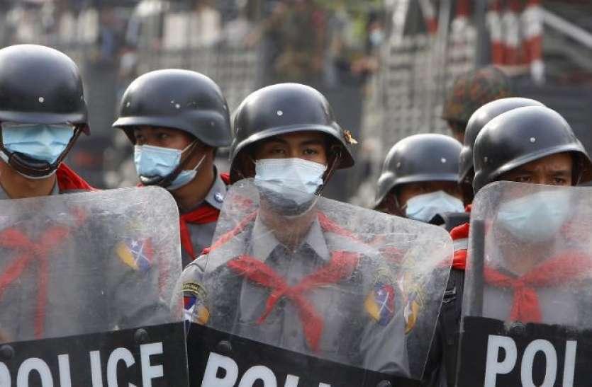 म्यांमार: हिंसा पर उतारू सेना, लोगों पर सरेआम बरसाई ताबड़तोड़ गोलियां, सैकड़ों गिरफ्तार