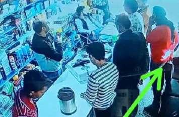 दिनदहाड़े ग्राहक बनकर दुकान से चोरी कर ले गया स्टीरियो