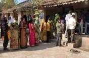 Gujarat: गुजरात में तहसील, जिला पंचायत के चुनाव में दोपहर 12 बजे तक 20 फीसदी मतदान