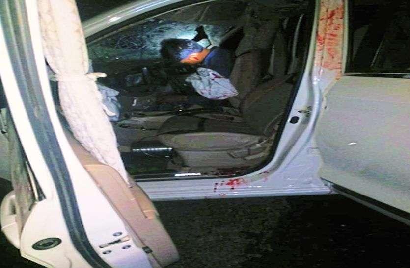 ट्रक-कार की भिड़ंत में तीन की मौत, नौ घायल