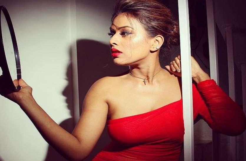 Nia Sharma ने एक बार फिर दिखाया हॉट अंदाज, रेड कलर की ड्रेस में वायरल हुई तस्वीरें
