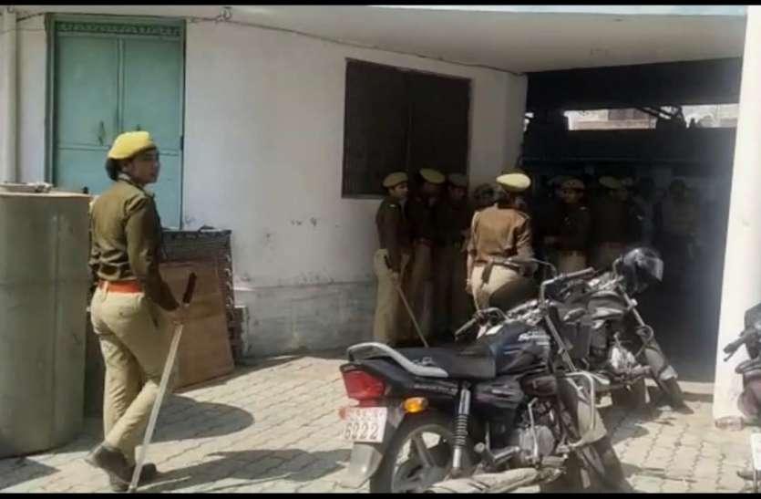 पूर्व सांसद, पूर्व मंत्री समेत 18 लोगों से पुलिस लगाकर खाली कराए गए जिला पंचायत आवास