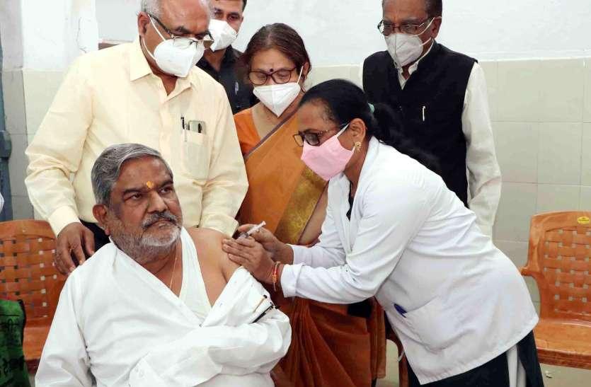 60 वर्ष से अधिक उम्र के लोगों का कोविड टीकाकरण अभियान शुरू