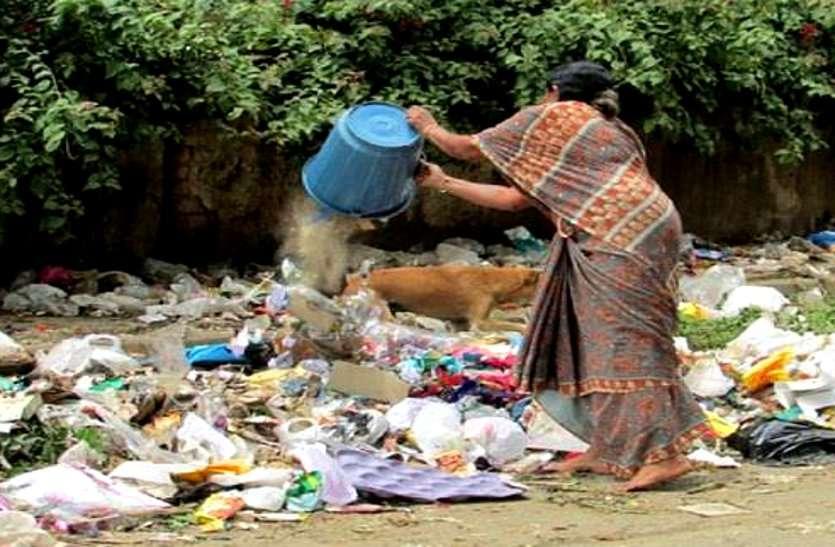 पत्रिका ने दिखाई शहर की गंदी तस्वीर तो CGM और GM खुद निकले सड़क पर सफाई करवाने, पहले दिन 30 ट्रिप कचरा उठवाया