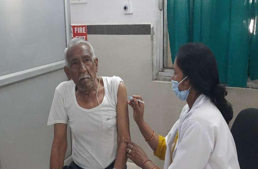 Corona vaccination:  अब आया जनता जनार्दन का वक्त, लगने लगा बुजुर्गों को टीका