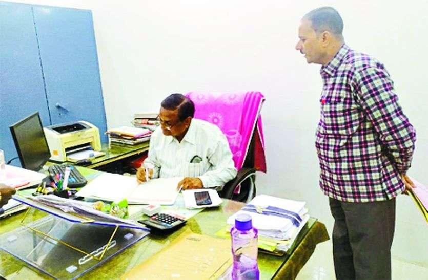 दफ्तरों के औचक निरीक्षण में 172  कार्मिक अनुपस्थित, नोटिस जारी