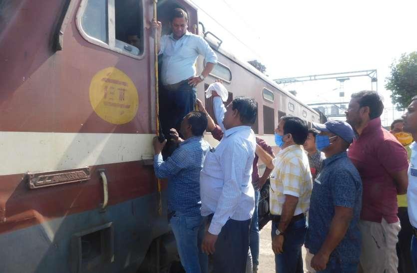 ट्रेन ले जाने को लेकर विवाद, आपस में भिड़े लोको पायलट, धक्का-मुक्की व मारपीट भी हुई