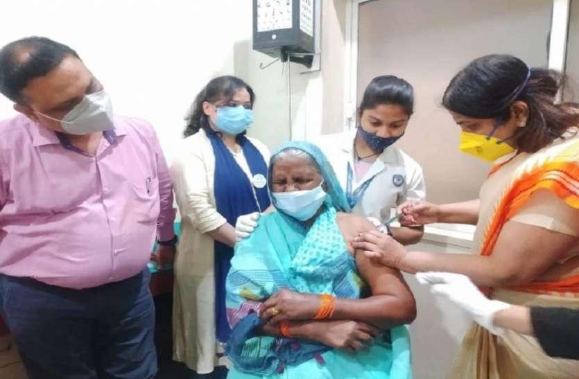Corona vaccination को बुजुर्गों में दिखा उत्साह