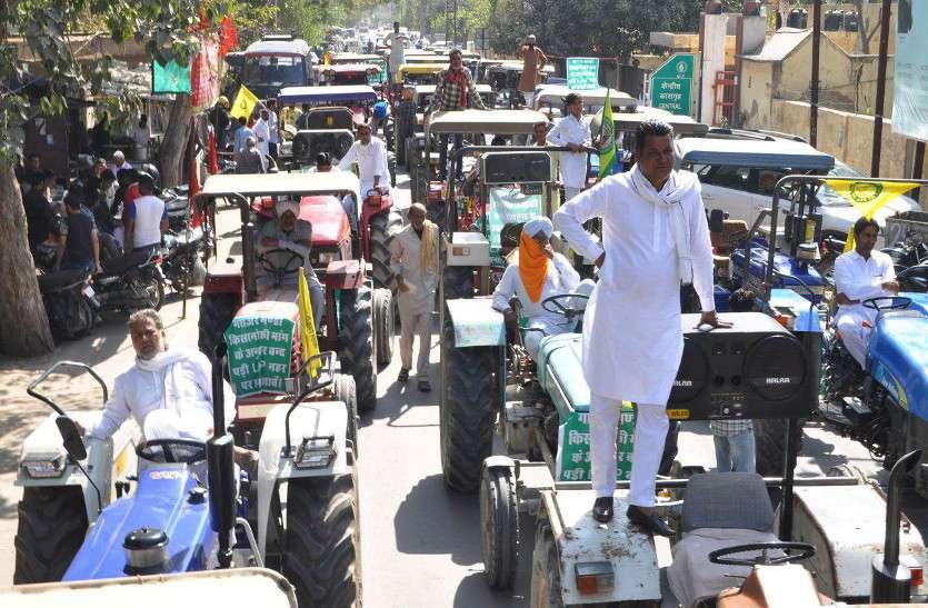 गाजर मंडी एलएनपी नहर की खाली भूमि पर बनाने की मांग, किसानों ने निकाली ट्रैक्टर रैली