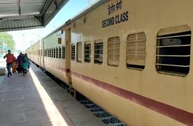 1 साल बाद स्टेशन पर पहुंची ट्रेन, स्टेशन स्टाफ ने की खास तैयारियां