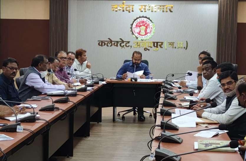 आम जनों की समस्याओं पर अधिकारियों की अनदेखी, 18 विभाग प्रमुखों को नोटिस