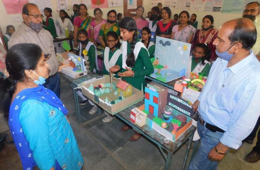 राष्ट्रीय विज्ञान दिवस : 15 छात्राओं ने बनाया मॉडल, देखकर दंग रह गए शिक्षक