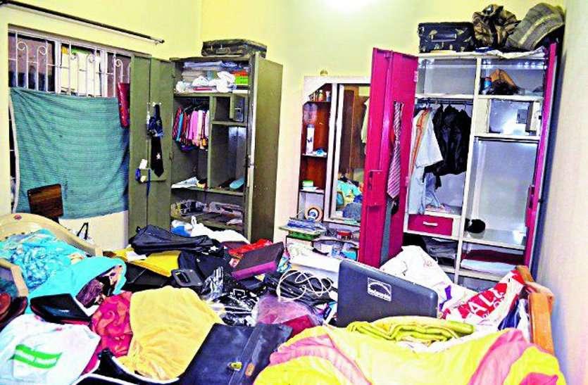 रेलवे लोको पायलट के मकान में चोरी, फिंगर प्रिंट मिटाने चोरों ने लगा दिया घर में आग, लाखों का सामान कर दिया पार