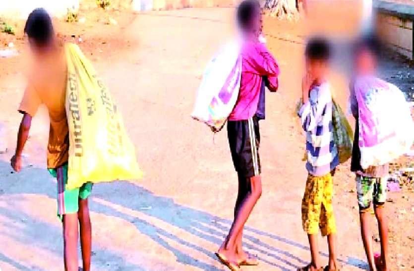 संसदीय सचिव और सांसद के सामने भीख मांगते रहे नाबालिग बच्चे, प्रशासन का दावा नहीं है जिले में नहीं कोई बाल भिक्षुक