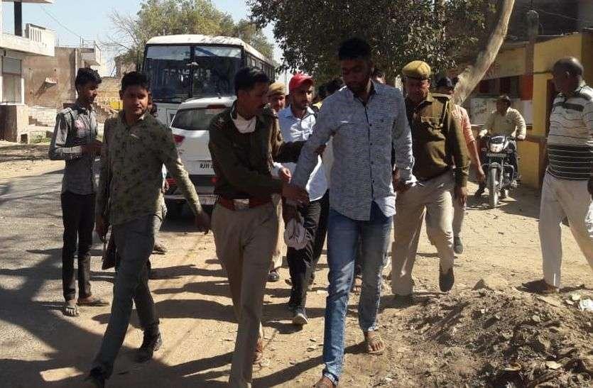 रोडवेज बस में पुलिस पर मिर्च पाउडर डालकर बंदी डकैत को छुड़ाने का प्रयास