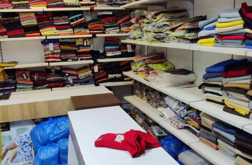 Theft news : कपड़े की दुकान से जींस, शर्ट, लोअर और परफ्यूम चोरी